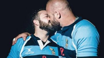 «Wer hat Angst vor einem Kuss?»: Ein italienisches Magazin greift Homosexualität im Sport auf. (Bild: Sportweek)