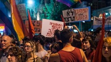Gestern Samstag gingen Menschen in mehreren israelischen Städten auf die Strasse. (Bild via  Twitter.com/XHNews)