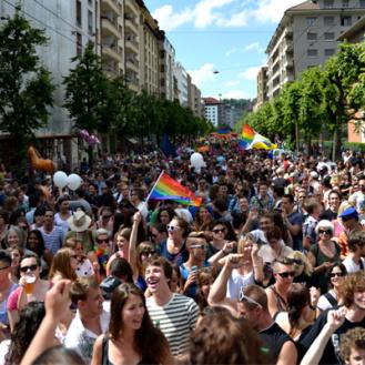 An der letzten Fribourg Pride vor drei Jahren zogen 12'000 Menschen durch die Strassen.
