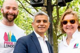 Stolz auf die neuen Ampeln: Sadiq Khan, der Bürgermeister Londons. (Bild: Twitter)