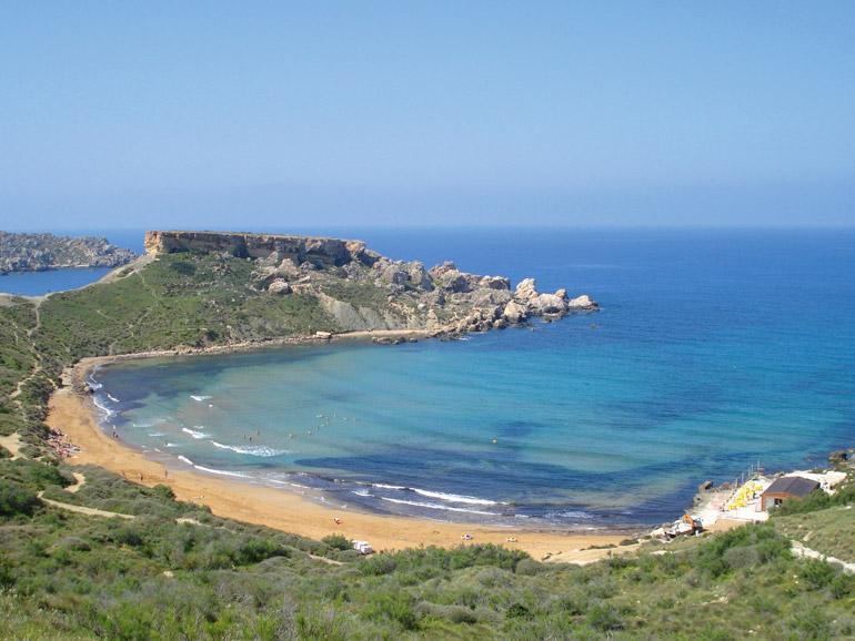 Die Ghain Tuffieha Bay im Nordwesten der Insel zählt zu den schönsten Stränden Maltas.