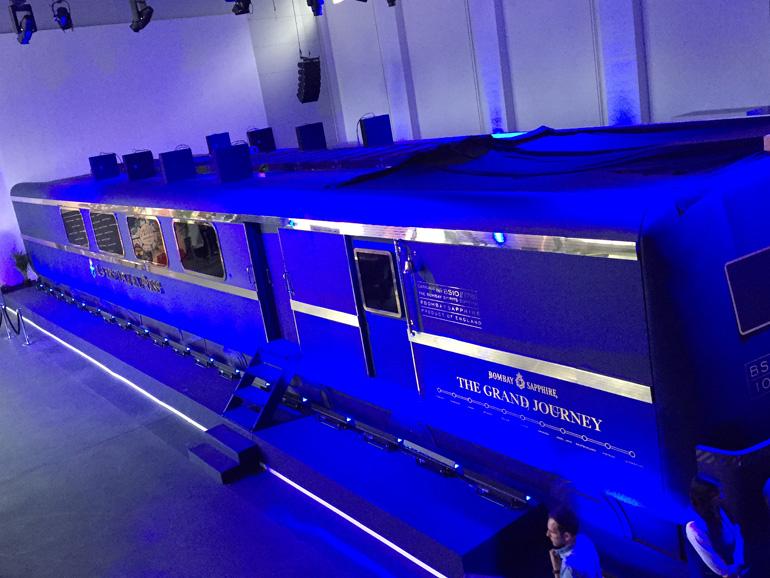 Die virtuelle Zugfahrt mit dem «Laverstoke Express» führt ins englische Laverstoke, dem Geburtsort des Bombay Sapphire Gin.