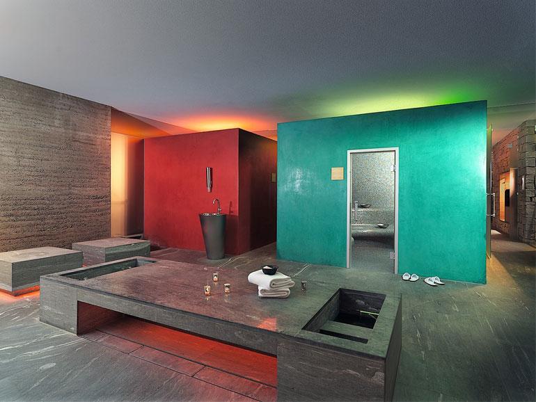 Wärme, Wonne und Wohlgenuss erlebst du in der Saunalandschaft mit Aroma- und Dampfbädern.