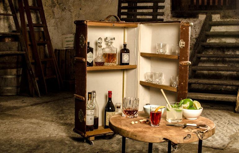 die mobile bar mannschaft magazin. Black Bedroom Furniture Sets. Home Design Ideas