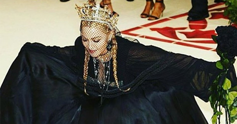 Madonna stellt neuen Song «Beautiful Game» an der Met Gala vor
